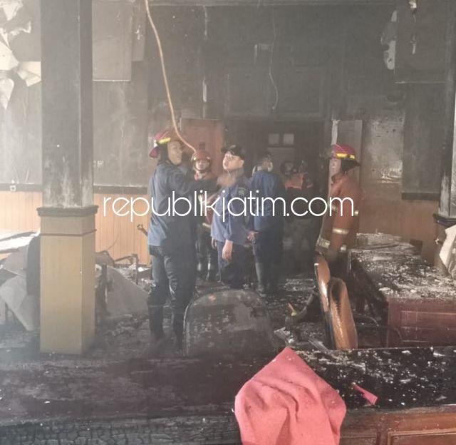 Hari Pertama Masuk Kerja, Kantor DLHK Sidoarjo Terbakar Seorang Petugas PMK Terluka