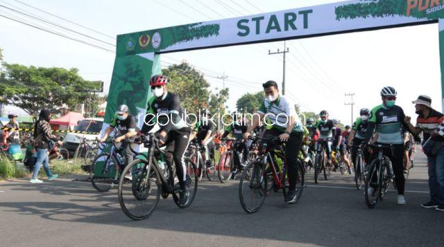 Buka Porkab ISSI, Gus Muhdlor Coba Lintasan Balap Sepeda di Halaman Parkir MPP Sidoarjo