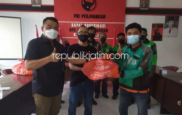 Ratusan Paket Sembako Bambang DH Dibagikan DPC PDI Perjuangan Sidoarjo untuk Warga dan Ojol Terdampak Covid- 19